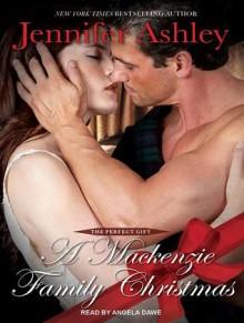 A Mackenzie Family Christmas: The Perfect Gift - Jennifer Ashley, Angela Dawe